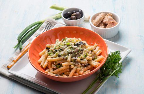 Pasta al pesto di tonno e olive: per chi ha poco tempo in cucina