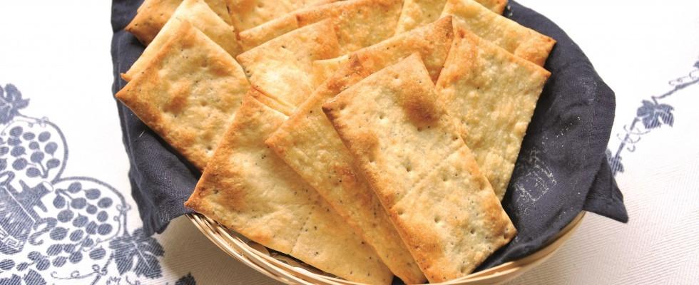 Bimby: crackers al formaggio con semi di papavero
