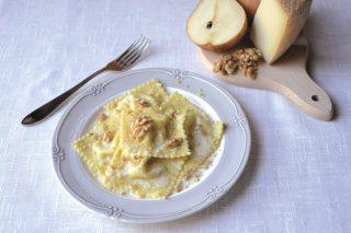 Ravioli con pere e pecorino: pasta fresca con il bimby