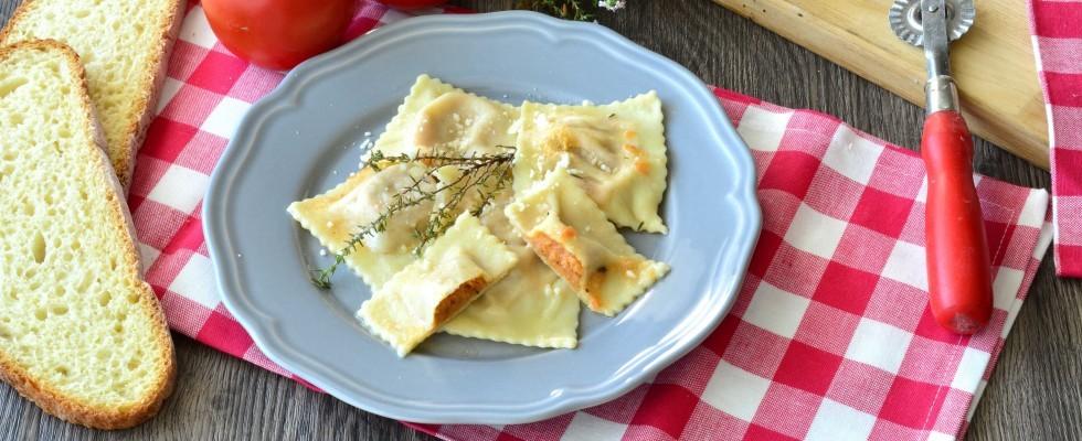 Ravioli pomodoro e timo: pasta fatta in casa con il bimby