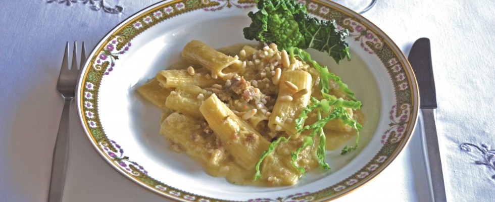 Bimby: ecco i rigatoni risottati con verza e salsiccia