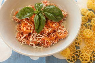 Ruote con sugo di pomodoro fresco e ricotta salata: con il bimby