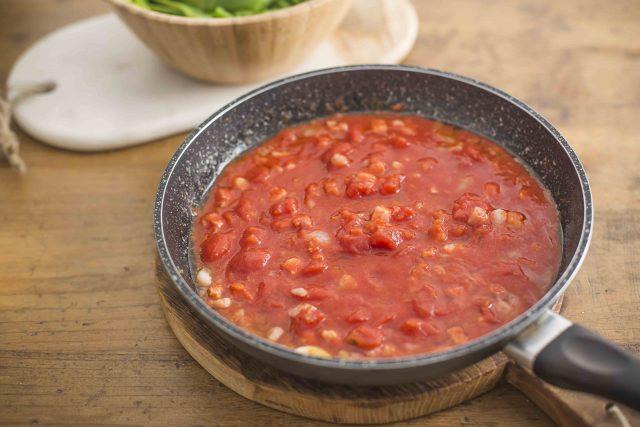step-3-spadellata-di-fagioli-corallo-pancetta-pomodoro-e-grana-padano