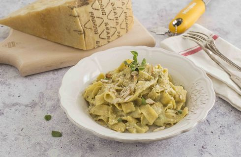 Tagliatelle di farro con crema di zucchine e Grana Padano DOP Riserva