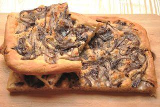 Schiacciata alle cipolle: la ricetta con il bimby