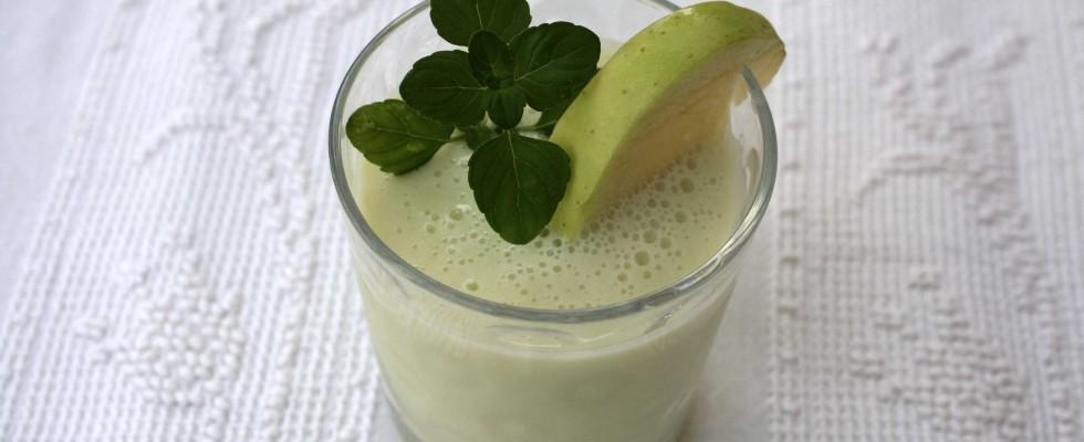 Smoothie al sedano con mela verde è facile con il bimby