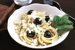 Bimby: gli spaghetti con mozzarella, melanzane e olive