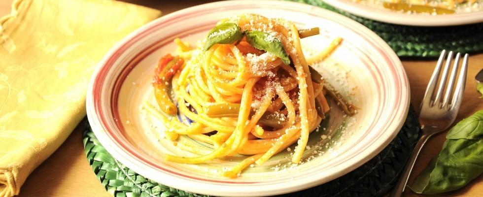 Spaghettoni al sugo di fagiolini e cacioricotta, fatti con il bimby