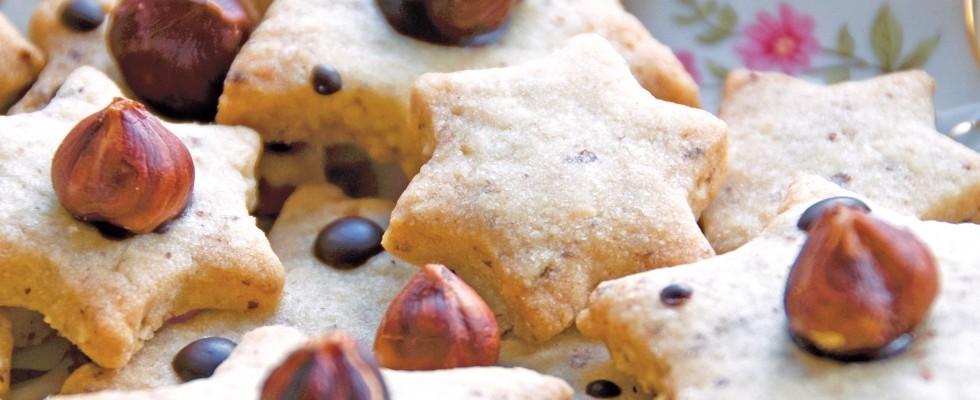 Stelle di pasta frolla con le nocciole: biscotti facili con il bimby