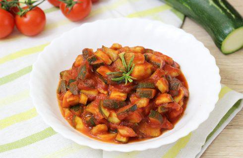 Zucchine al pomodoro, un contorno semplice e veloce