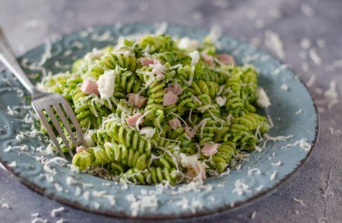 Fusilli al pesto di spinaci: freschi e facili da preparare