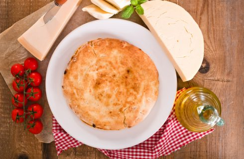 Scacciata siciliana, la ricetta originale per farla in casa