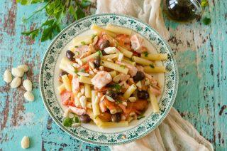 Sedani freddi, mandorle e salmone marinato: la nostra ricetta