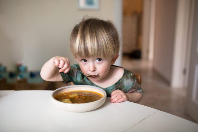 bambino e minestrone