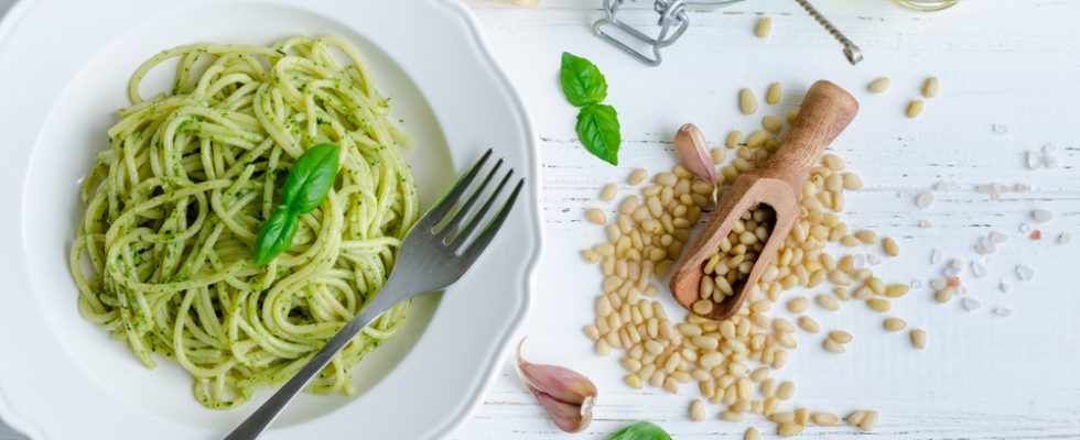 Il 17 marzo è il World Pesto Day: preparate i mortai