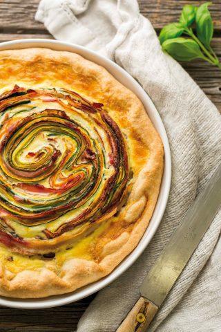 Torta salata a spirale con zucchine, carote e pancetta: con il bimby