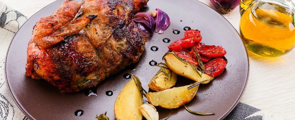 Pollo al girarrosto ai sapori mediterranei al barbecue, secondo di carne