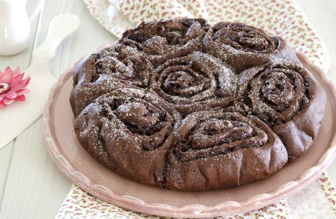 Torta di rose al cioccolato, dolce goloso per la festa della Mamma