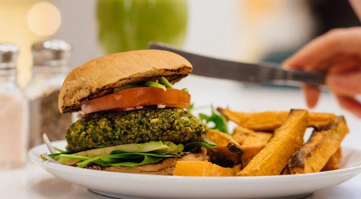 Burger di verdure fatti in casa, la ricetta facile