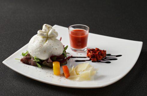La ricetta del gazpacho con burrata