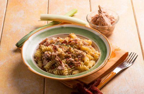 Pasta al tonno piccante: pranzo in pochi minuti