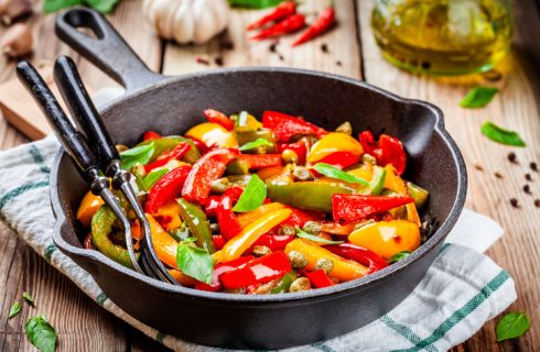Peperonata senza pomodoro, la ricetta leggera