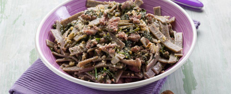 Pizzoccheri salsiccia e spinaci: primo piatto gustoso