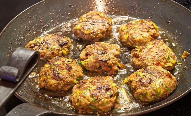 La ricetta delle polpette di salmone e zucchine