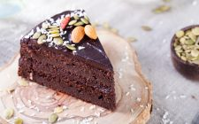 raw-vegan-chocolate-cake-082-18