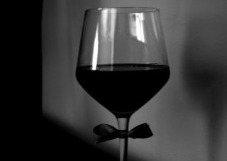 L'eleganza nel bicchiere: è arrivato il black wine