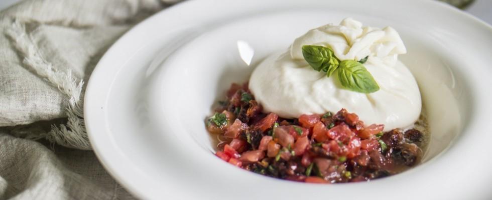 Le 7 migliori ricette con la burrata per la bella stagione (e non solo)