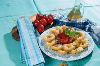 Anelli di calamaro fritti in pastella di pistacchi, un'idea dal sapore siciliano