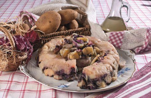 Anello di radicchio, mele renette e patate, uno sformato morbido e saporito