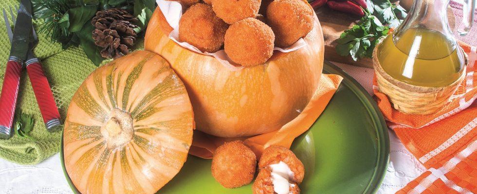 Arancini zucca e speck con cuore di scamorza, un piatto siciliano autunnale