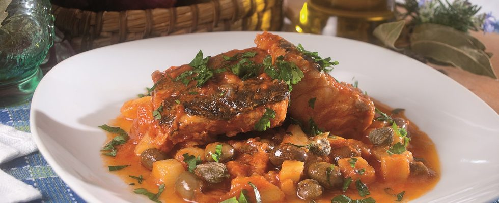 Baccalà in umido con patate e olive, un gustoso secondo facile e veloce
