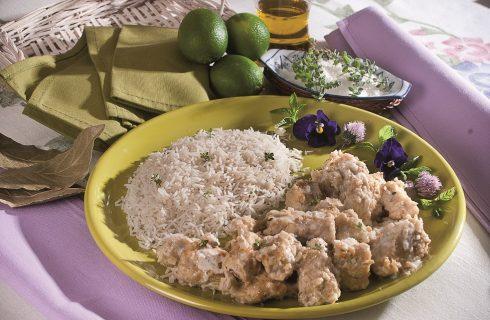 Bocconcini di pollo al lime e cocco, un piatto unico al sapore d'estate