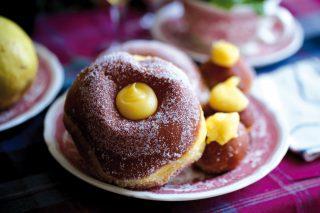Bomboloni e frati, un dolce buono non solo a Carnevale