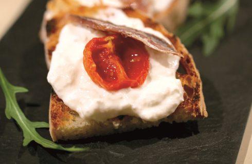 Bruschetta con la burrata, un gustoso appetizer