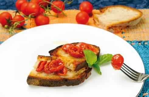 Bruschetta con pomodori confit, un antipasto sfizioso e saporito