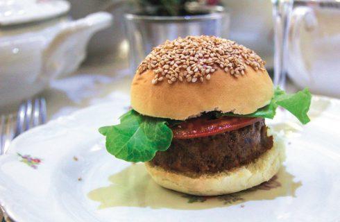 Burger di fagioli neri e quinoa: il fast food si fa veggie