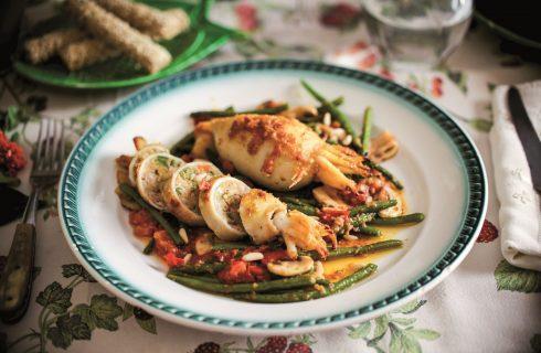 Calamari e pollo con funghi e fagiolini, un secondo piatto veloce e gustoso
