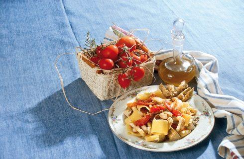 Calamarata di pasta con carciofi e calamari, un primo gustoso e facile