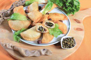 Calzoni fritti di scarola, un appetizer croccante e vegetariano