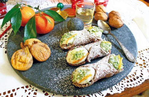 Cannoncini, una variante al caffè e pistacchio del celebre cannolo siciliano