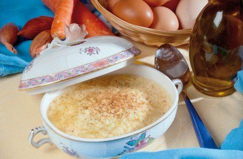 Consommé e stracciatella romana, un primo piatto nato da più tradizioni