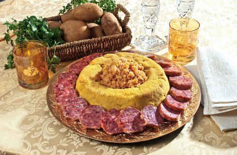 Corona imperiale cotechino e patate, il secondo tradizionale della vigilia di Capodanno