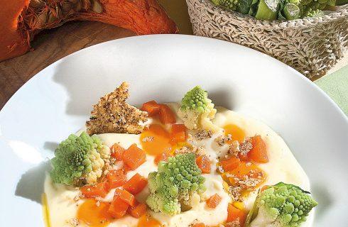 Crema di patate con cialde di grana e frutta secca, un primo vegetariano e gustoso
