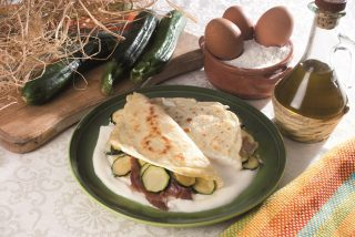 Crespelle con zucchine, coppa e provolone, un primo saporito e leggero