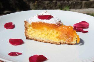 Crostata di albicocche e frangipane, il dolce per la colazione della domenica