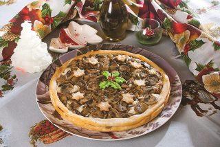 Crostata funghi e salsiccia, una torta rustica gustosa